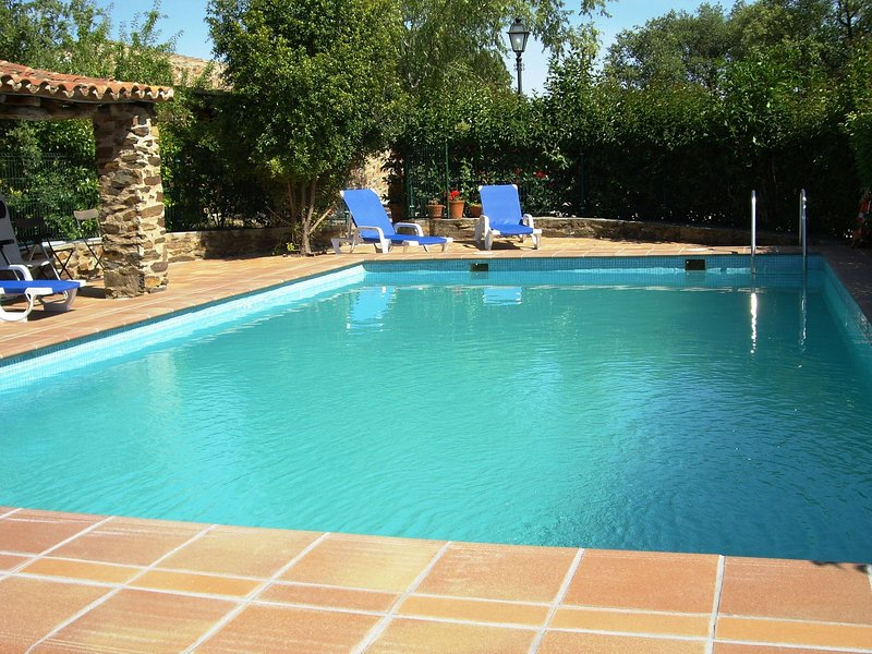 Studio on rural, authentic finca with shared pool, alquiler vacacional en Portalegre