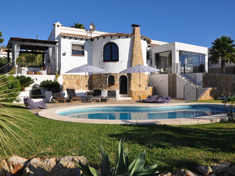 Atmospheric holiday villa on Costa Blanca with magnificent view and private pool, holiday rental in El Tosalet