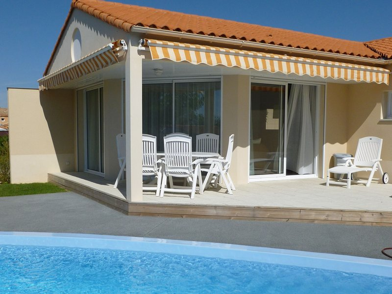 Luxurious, attractively furnished villa, 800 m. from the sea, holiday rental in Chateau-d'Olonne