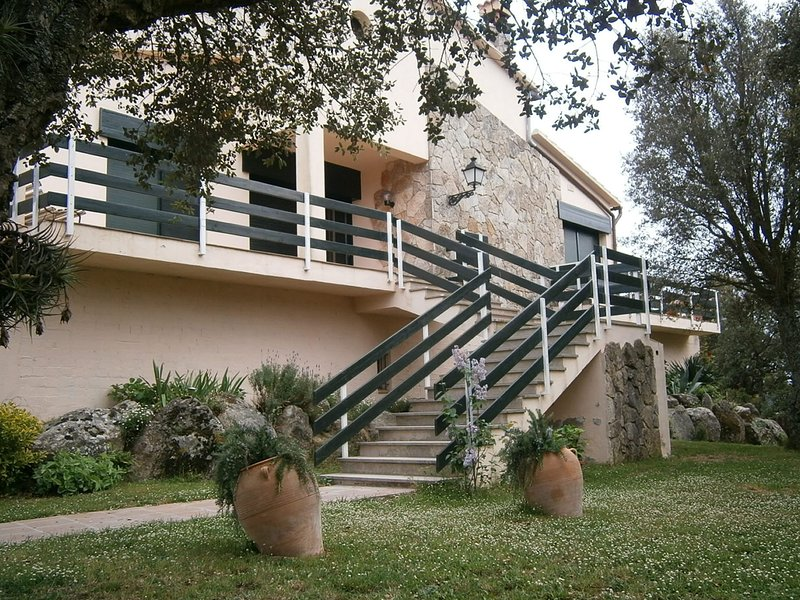 Modern Holiday Home in Romanyà de la Selva with Pool, location de vacances à Romanya de la Selva