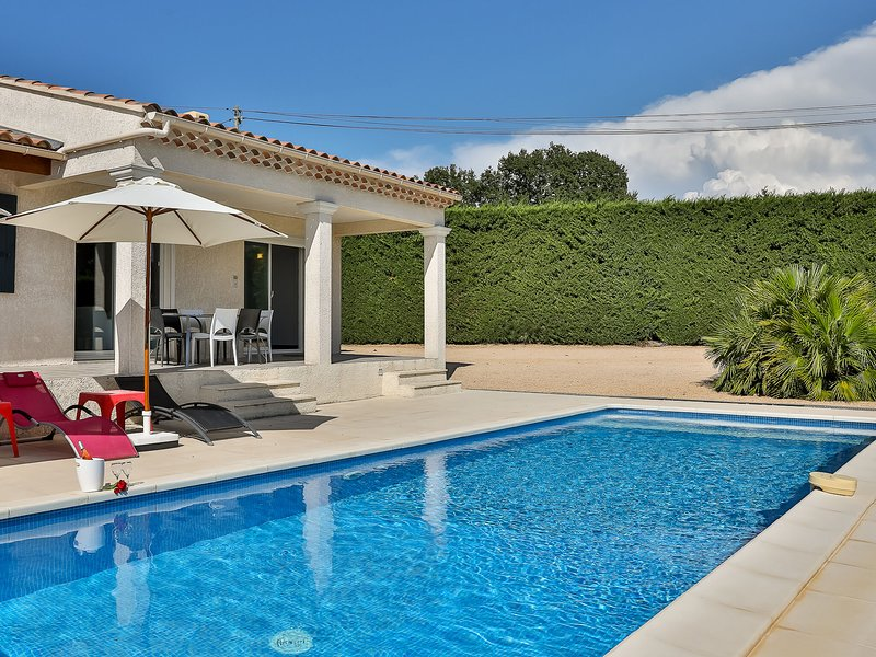 Detached Villa in Cairanne Provence with Private Pool, holiday rental in Roaix