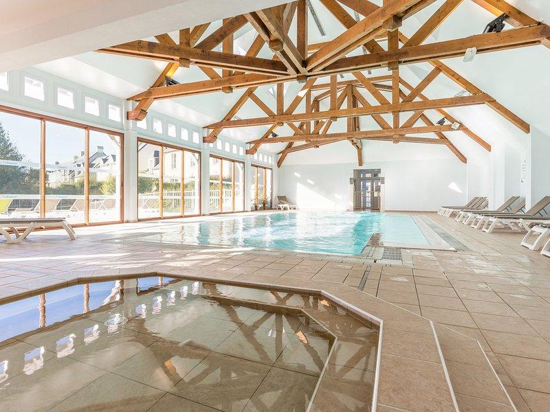 Nice home with bath tub, located near historic Omaha Beach, holiday rental in Sainte-Honorine-des-Pertes