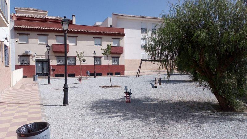 APARTAMENTOS PERGAR II -WIFI-DESAYUNO DESDE 35€, vacation rental in Churriana de la Vega