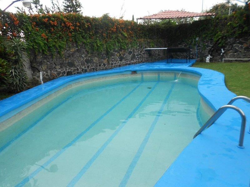 CASA EN OAXTEPEC Y ALBERCA CLIMATIZADA, HASTA PARA 14 PERSONAS & WI-FI, holiday rental in Morelos