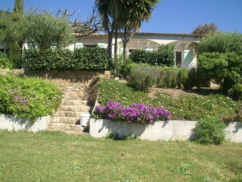 Spacious villa in Alata with private garden, vacation rental in Mezzavia