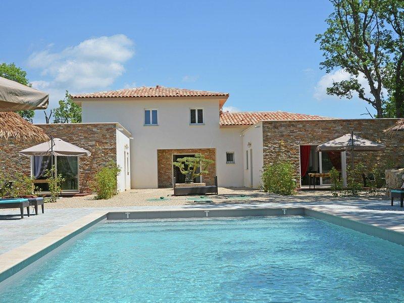 Modern Villa With Swimming Pool in Montauroux France, casa vacanza a Saint-Cezaire-sur-Siagne