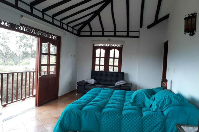 4 bedroom house with panoramic view, BBQ and close to the Plaza Mayor!, vacation rental in Tunja