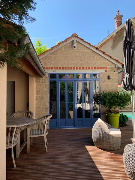 Belle dépendance à deux pas du centre de la ville, holiday rental in Villiers-sur-Tholon
