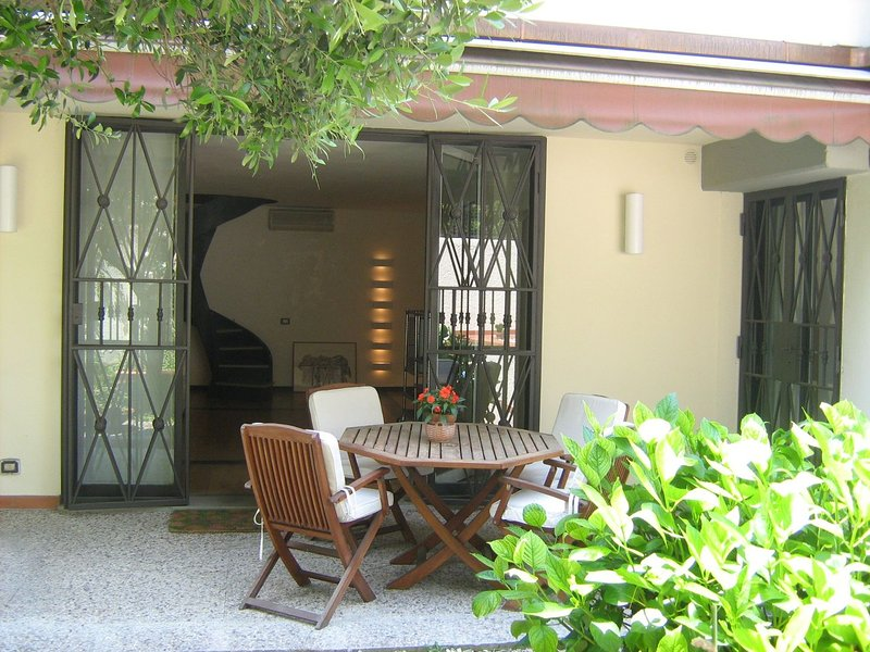 Delicious apartment in Florence under the hills of Fiesole and Settignano, vacation rental in Molezzano