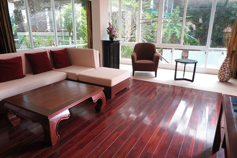 Amazing Value Pool-side Apartment in Karon Beach, vacation rental in Karon Beach