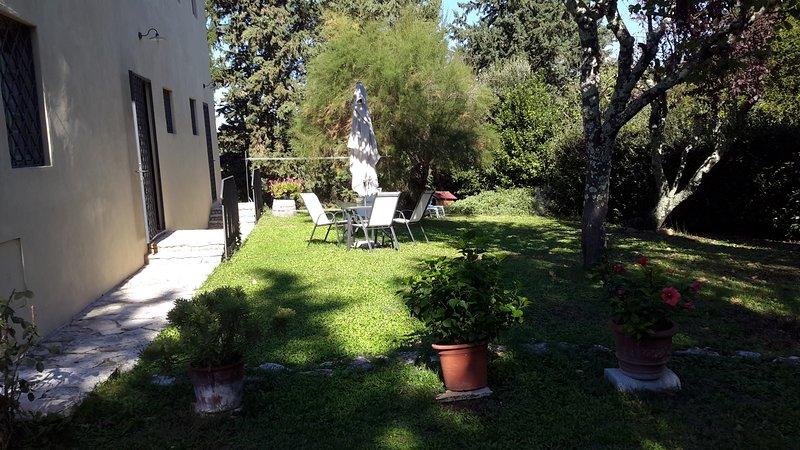 casa vacanze Castelrotto in mezzo alle vigne e agli ulivi, holiday rental in Badia a Passignano