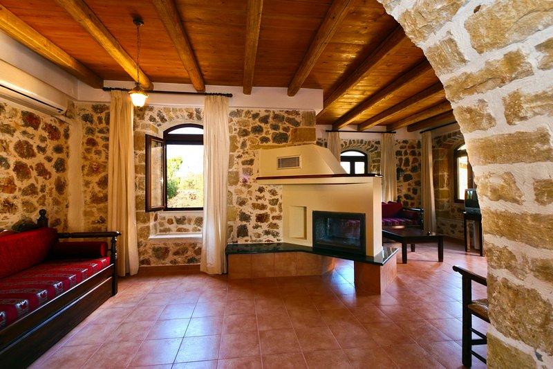 2 bedroom Ιndependent villa common pool, casa vacanza a Drapanos
