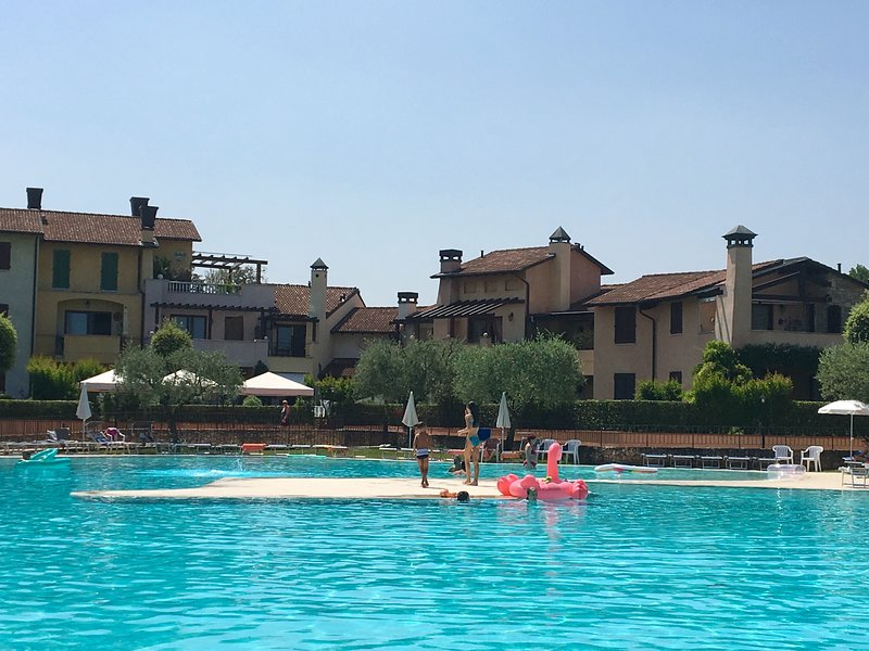 Holiday apartment in amazing resort, holiday rental in Peschiera del Garda