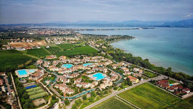 Garda Resort Village - holiday apartment two bedrooms, location de vacances à Peschiera del Garda