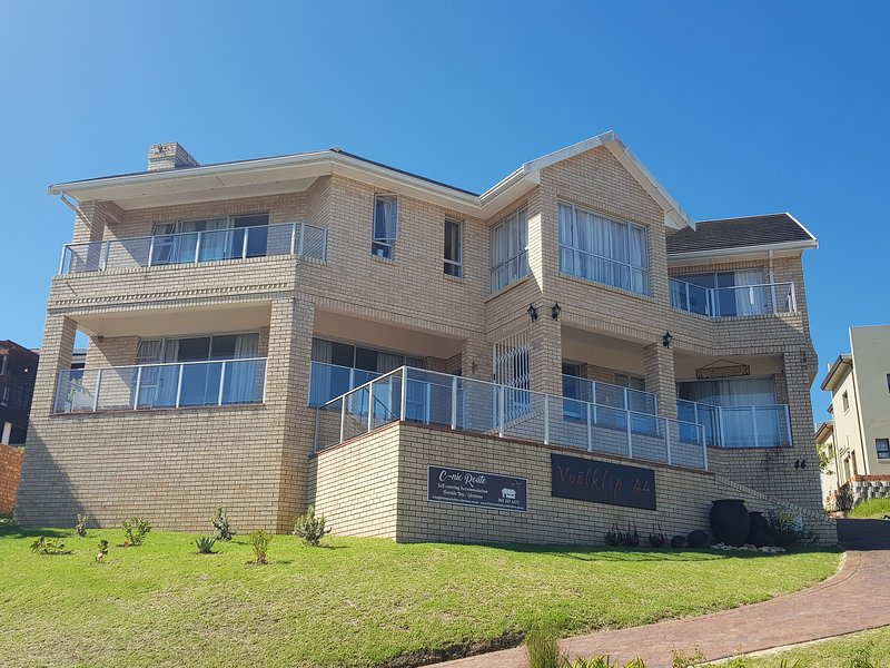 DOUBLE STOREY SELF CATERING SPACIOUS HOLIDAY HOME FOR FRIENDS OR FAMILIES IN THE GARDEN ROUTE