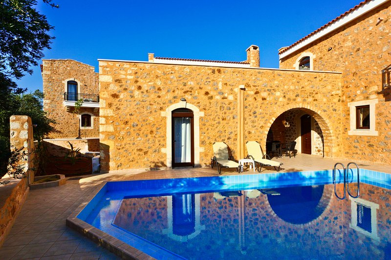 3 bedroom Ιndependent villa with private pool, holiday rental in Vamos