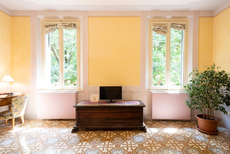 large and bright living room overlooking the park  of S.Paolo,