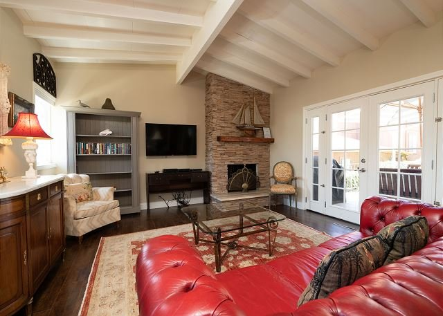 GORGEOUS REMODELED CDM COTTAGE - Great Location in the heart of the village, vacation rental in Newport Beach