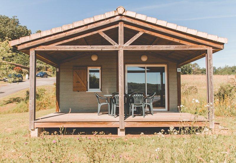Location Vacances 6 personnes dans le Lot avec piscine en saison, holiday rental in Montclera