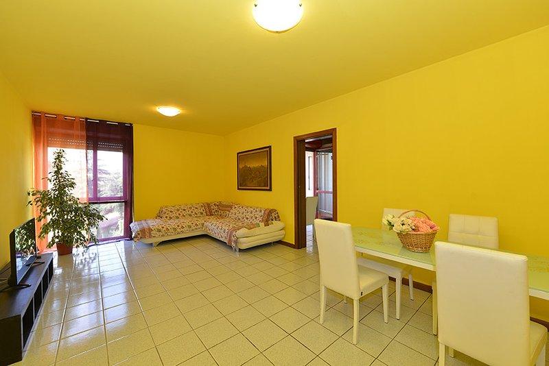 Divin Alba Langa - Interno 8 -Appartamento ad Alba, vacation rental in Guarene