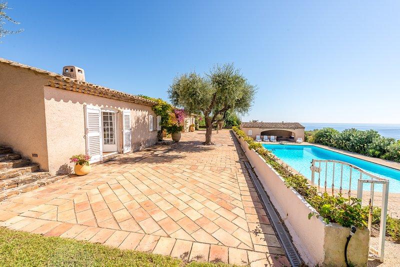 204147 6-bedroom & bathroom villa for 12, sea view, pool 12 x 6 mtr, beach 1 km, Ferienwohnung in Ste-Maxime