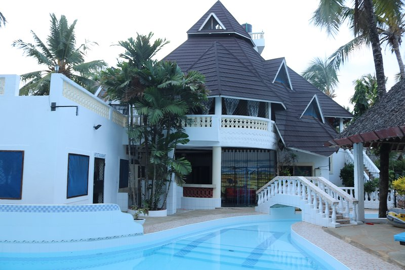 A wonderful Beach property in Diani Beach Kenyaa dream holiday place, holiday rental in Mombasa