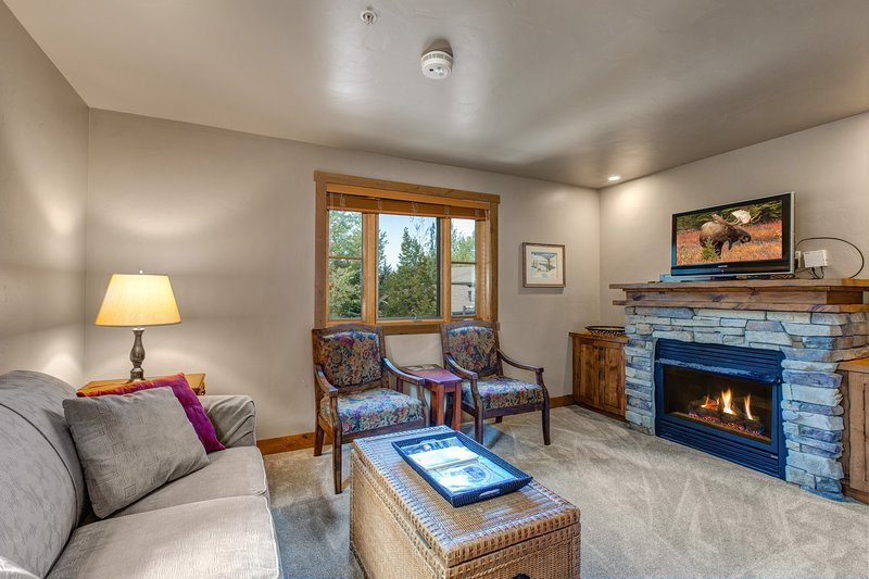 NEW LISTING! Charming condo w/shared hot tub, fireplace & more- close to skiing! Chalet in Park City
