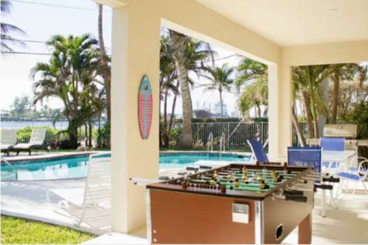 Southwind 6 - Waterview/Tropical Island Remodeled/Chic 2/2 Waterway/Ocean Views/, vacation rental in Palm Beach