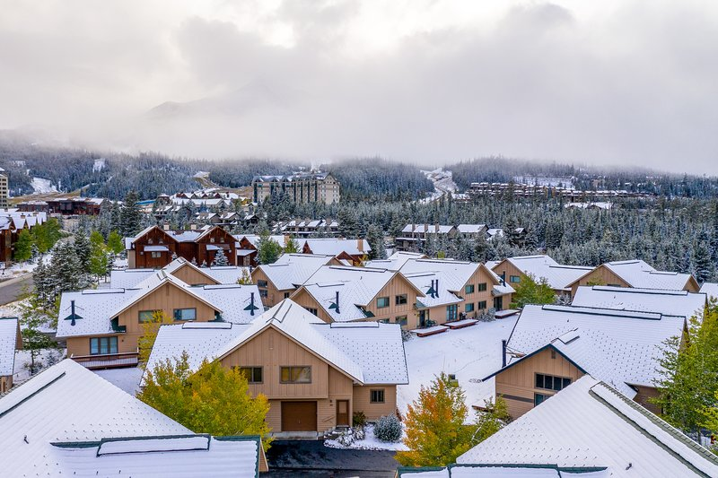 Ski-in/out townhome - perfectly situated in Big Sky Resort's Mountain Village!, vacation rental in Big Sky