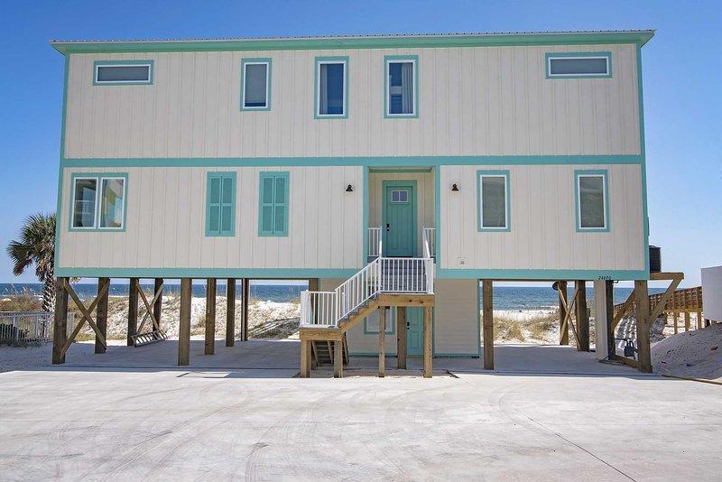 Brand New 6 Bedroom beach house located directly on the Gulf in Orange Beach, location de vacances à Orange Beach