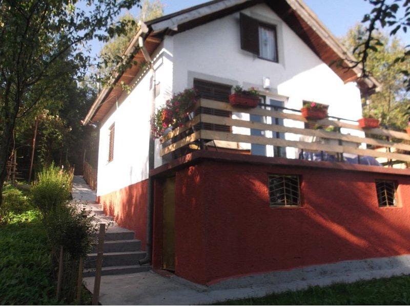 Nice house with garden & terrace, alquiler vacacional en Vitez