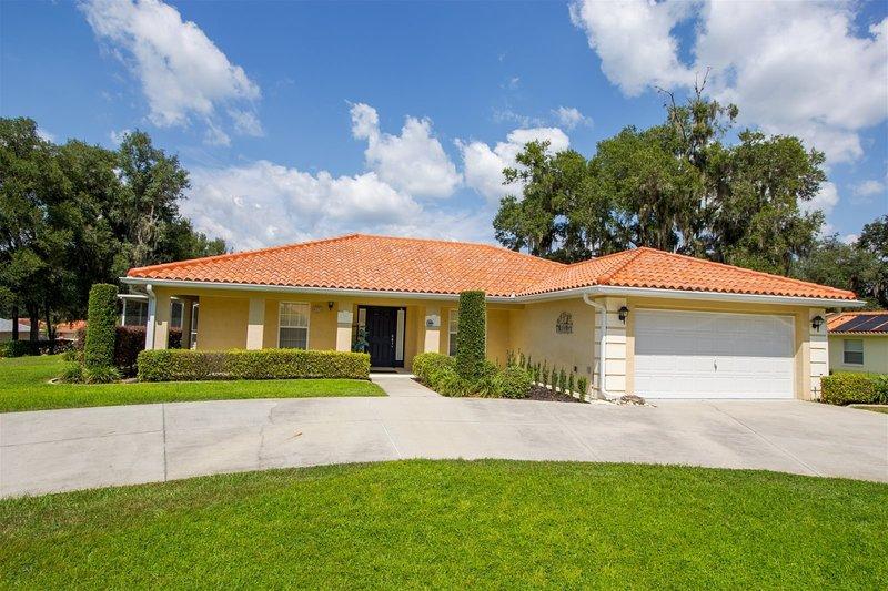 Luxury Family Villa, holiday rental in Hernando