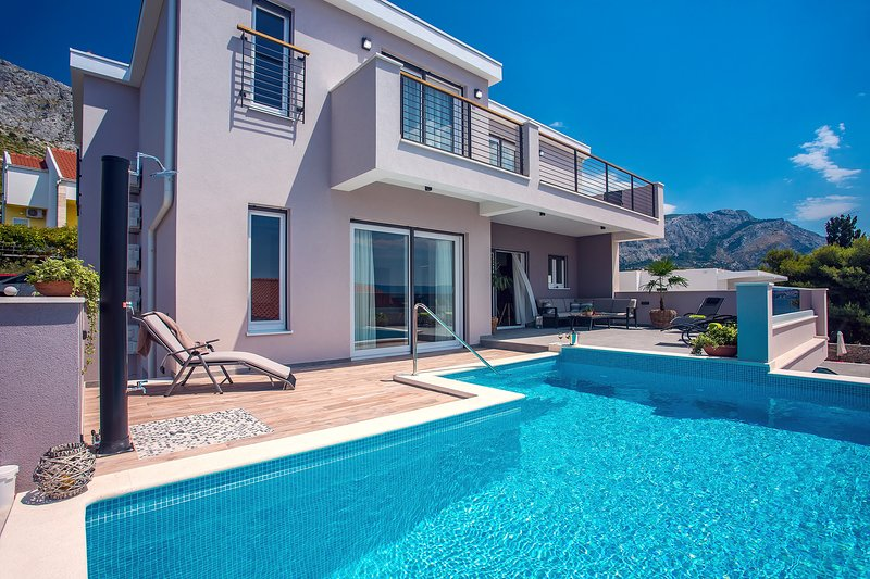 Villa Antares with 4 en-suite bedrooms, a private swimming pool with massage