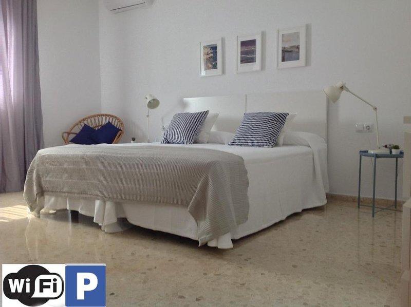 BAHIA BLANCA APARTMENTS - Vacation Apartments . Free Parking., casa vacanza a Cadice