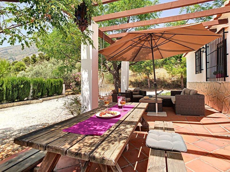 Ruime bungalow (6p.) dichtbij het dorp Canillas de Aceituno en de Costa del Sol, alquiler vacacional en Canillas de Aceituno