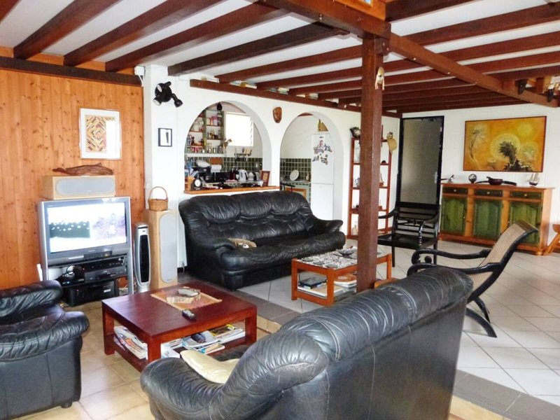 Spacious house with sea view & Wifi, holiday rental in Saint-Denis