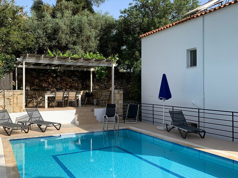 3 bed 2 bath villa with private pool near Kalives, vacation rental in Apokoronas