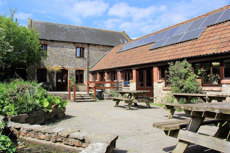 Courtyard Centre at Magdalen Farm, casa vacanza a Seaborough