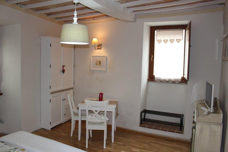 Romantic Suite Gubbio Centro Storico, holiday rental in Scheggia