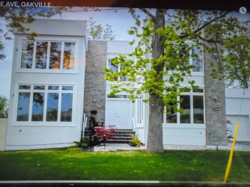 Luxury White House In Oakville free Ev Charging, vacation rental in Oakville