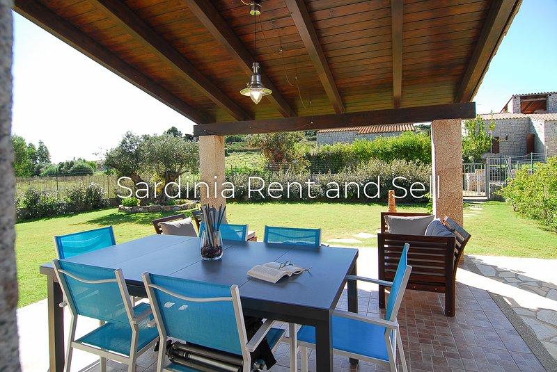 Cala Sinzias,Villa Alessia,500m mare,4 posti,ariac,giardino con prato, location de vacances à Cala Sinzias