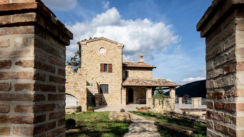 Casale Ivana In Pietra Nel Verde, vacation rental in Camerino