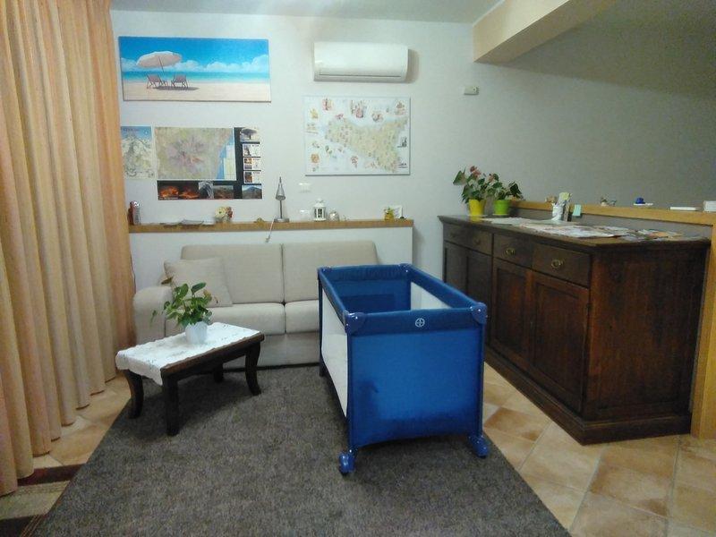Holiday House, private entrance . Private parking, location de vacances à Aci Catena