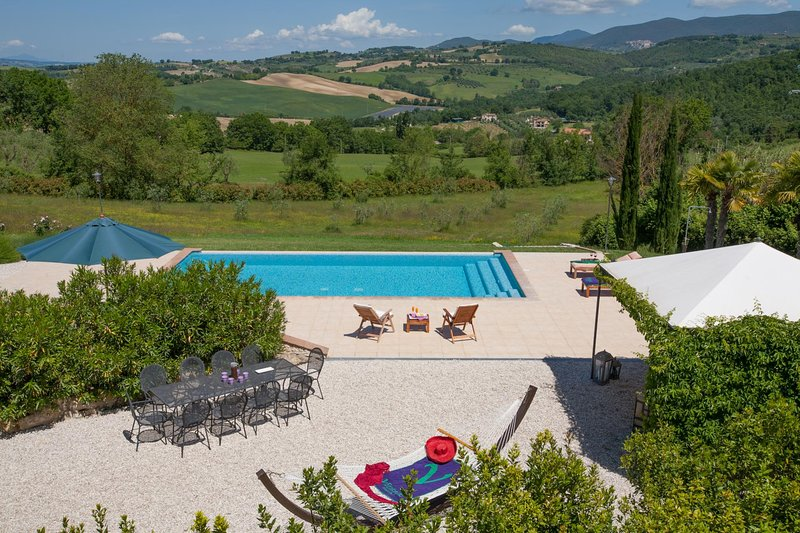 Giove Villa Sleeps 8 with Pool Air Con and WiFi - 5604867, vacation rental in Penna in Teverina