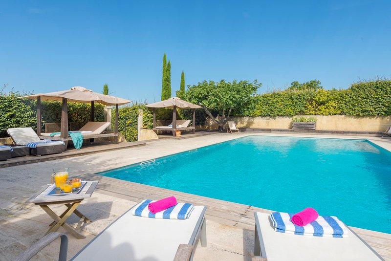 Bastides-Blanches Villa Sleeps 12 with Pool and WiFi - 5814834, holiday rental in Blauvac