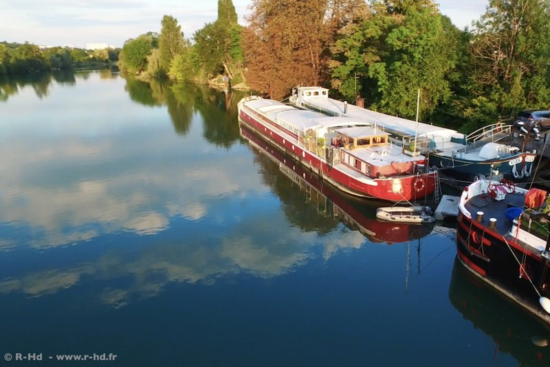 Studio - bateau Marboré,Disney, holiday rental in Chelles