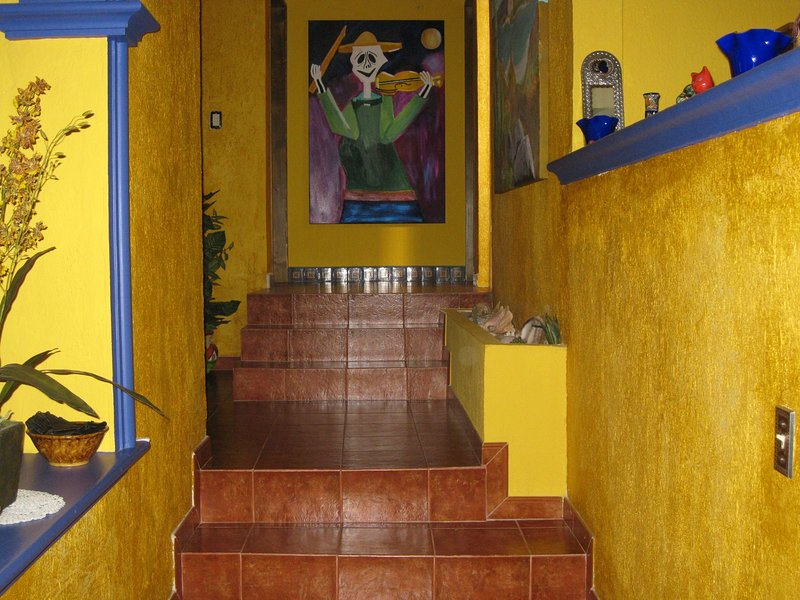 STEPS TO THE WATERFRONT!, vacation rental in La Paz