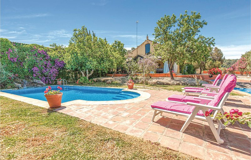 Amazing home in Coripe with Outdoor swimming pool and 5 Bedrooms (EAC378), holiday rental in Moron de la Frontera