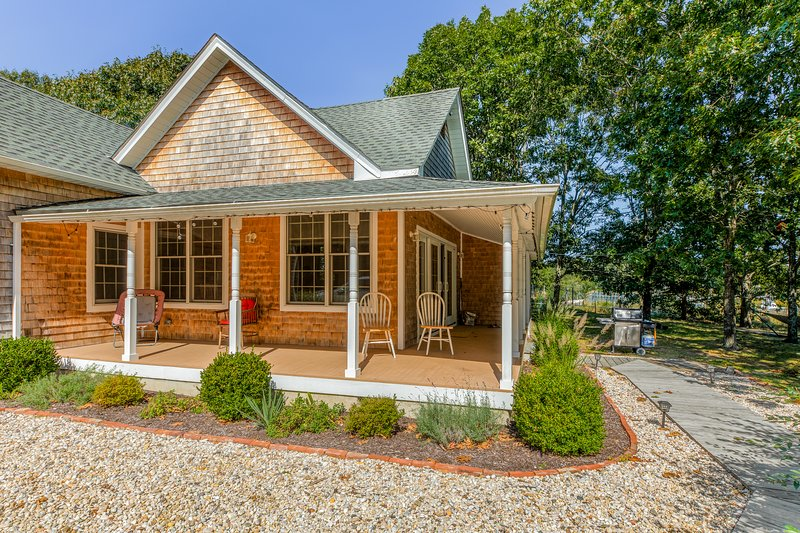 Dog-friendly waterfront home w/ a dock & access to Long Island Sound, holiday rental in Cutchogue