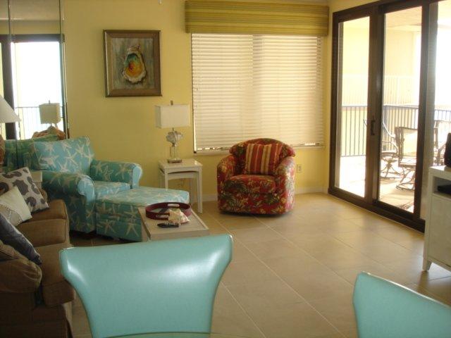 Four Seasons 401E-Living area